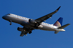 Embraer ERJ 170-200 LR (N148SY) operated by Skywest Airlines / United Express on approach to San Francisco International Airport (SFO), San Francisco, California, United States of America