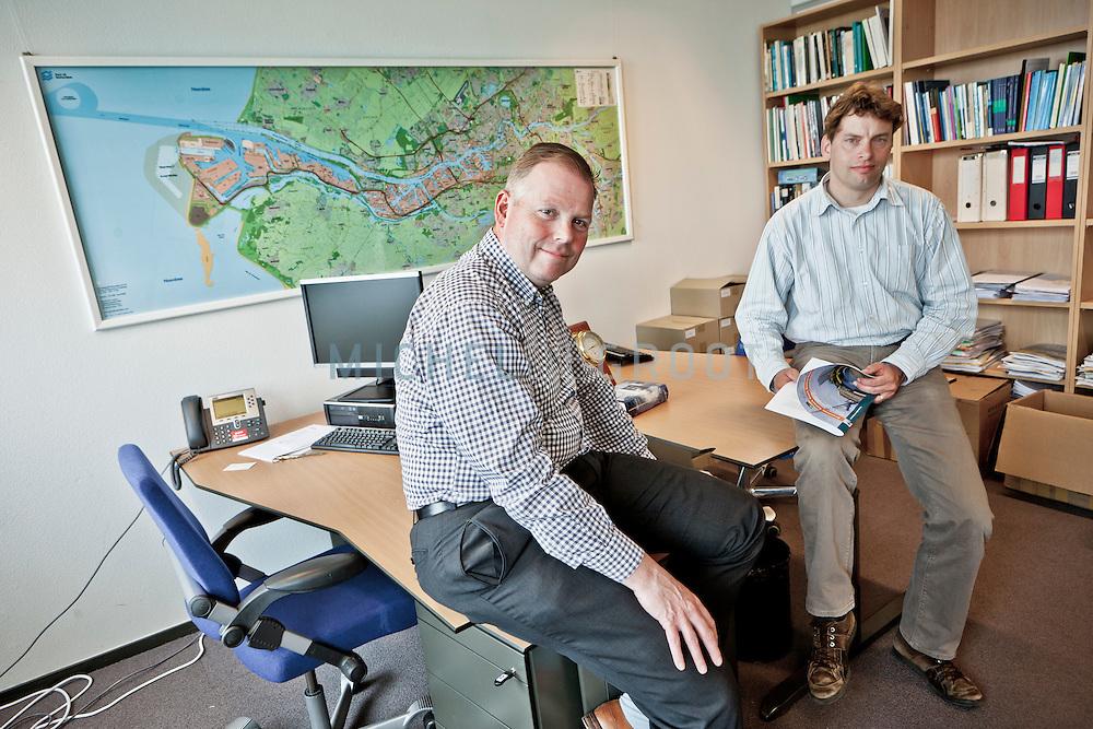 Dr. Bart Kuipers en prof. Rob Zuidwijk, Erasmus Universiteit.
