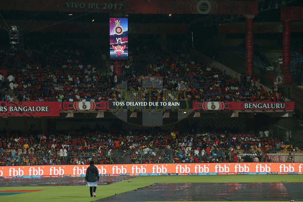 General view as rain falls delaying the start during match 29 of the Vivo 2017 Indian Premier League between the Royal Challengers Bangalore and the Sunrisers Hyderabad held at the M.Chinnaswamy Stadium in Bangalore, India on the 25th April 2017<br /> <br /> Photo by Shaun Roy - Sportzpics - IPL