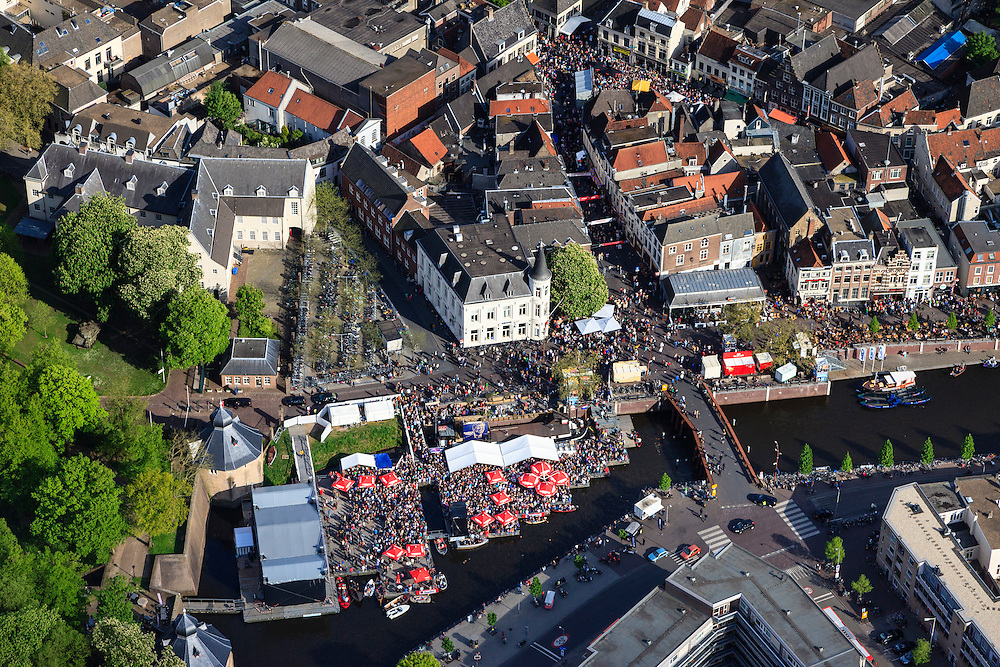 Nederland, Noord-Brabant, Breda, 09-05-2013; centrum van Breda. Water van Spanjaardsgat overgaand in Prinsenkade.<br /> Drukte vanwege Breda Jazz Festival 2013.<br /> Center of Breda, around the Great Church.<br /> Many people around because of the Breda Jazz Festival 2013.<br /> luchtfoto (toeslag op standard tarieven);<br /> aerial photo (additional fee required);<br /> copyright foto/photo Siebe Swart.