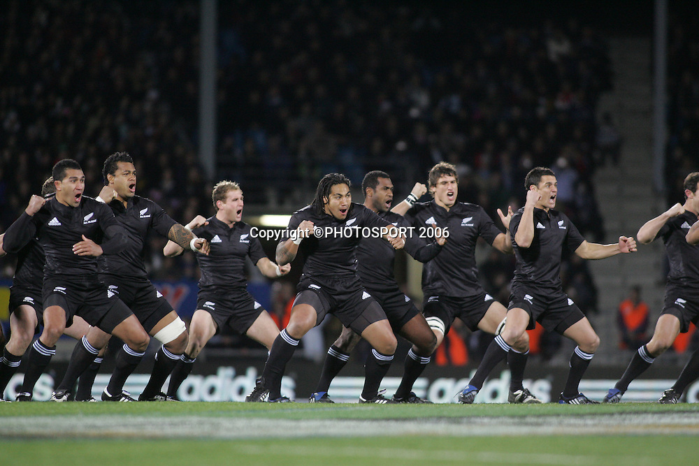 The All Blacks perform the haka before the  Philips Tri Nations, Test match, All Blacks v South Africa, Carisbrook, Dunedin, New Zealand, Saturday 12 July 2008. South Africa won 30 - 28. Photo: Jeff Brass/PHOTOSPORT