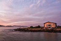 Casa de barcos na Ilha das Campanhas, na Praia da Armação. Florianópolis, Santa Catarina, Brasil. / Boat house at Campanhas Island, next to Armacao Beach. Florianopolis, Santa Catarina, Brazil.