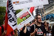 Frankfurt am Main | 30 Aug 2014<br /> <br /> Am Samstag (30.08.2014) demonstrierten &uuml;ber 200 Aktivisten aus dem Umfeld der Partei &quot;Die Linke&quot; und anderen linken und linksradikalen Zusammenh&auml;ngen gegen Krieg und f&uuml;r Frieden. Einige ukrainische Nationalisten und Aktivisten der dubiosen Montagsmahnwache in Frankfurt hatten sich unter die Friedensdemonstranten gemischt.<br /> Hier: AktivistInnen mit Fahnen und Transparenten an der Hauptwache.<br /> <br /> &copy;peter-juelich.com<br /> <br /> [No Model Release | No Property Release]