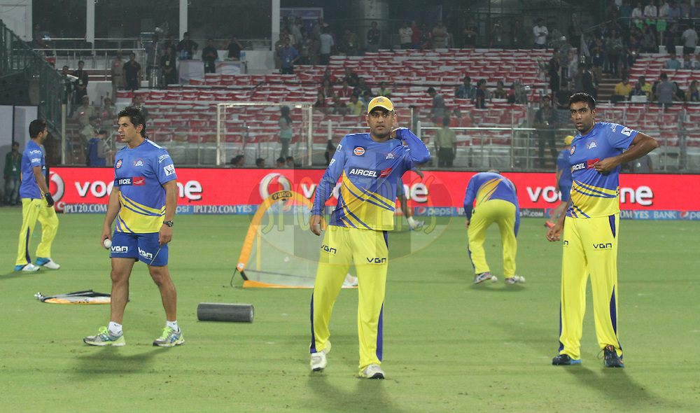 MS Dhoni captain of The Chennai Superkings (M) with team players match before 26 of the Pepsi Indian Premier League Season 2014 between the Delhi Daredevils and the Chennai Superkings held at the Ferozeshah Kotla cricket stadium, Delhi, India on the 5th May  2014<br /> <br /> Photo by Arjun Panwar / IPL / SPORTZPICS<br /> <br /> <br /> <br /> Image use subject to terms and conditions which can be found here:  http://sportzpics.photoshelter.com/gallery/Pepsi-IPL-Image-terms-and-conditions/G00004VW1IVJ.gB0/C0000TScjhBM6ikg