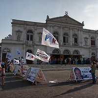 I remember the capital of Tarapaca Region for its large duty-free commercial center called Zona Franca where i bought cheap photography accessories. This photo shows the municipal theater of Iquique where residents assembled for the presidential runoff campaign.
