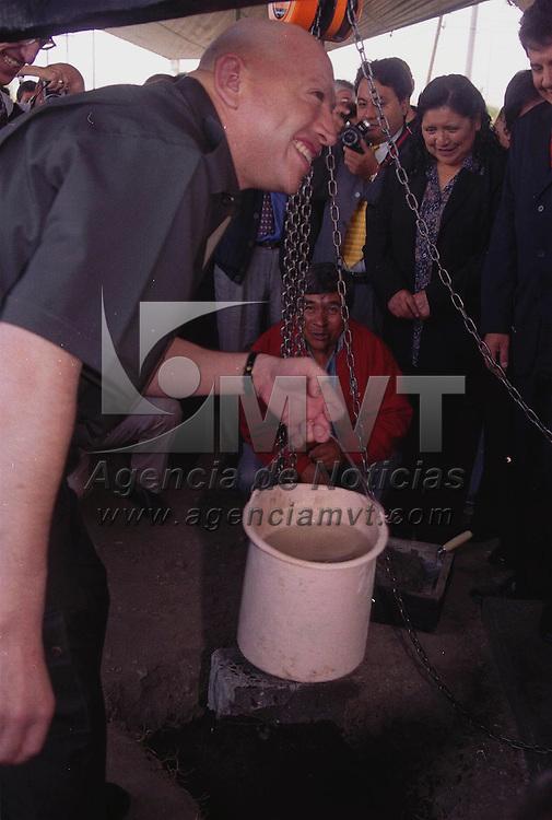 Toluca, M&eacute;x.- Isidro Pastor Medrano, lider del PRI en el estado durante la toma de protesta del comite de financiamiento y colocacion de la primera piedra el edificio del comite municipal del PRI en Toluca. Agencia MVT / Jeu Marure. (DIGITAL)<br /> <br /> NO ARCHIVAR - NO ARCHIVE