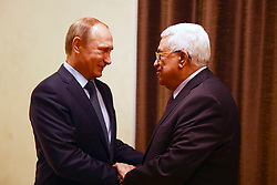 22.09.2015, Moskau, RUS, Russian President Vladimir Putin meets with his Palestinian counterpart Mahmud Abbas at the Novo-Ogaryovo residence outside Moscow, im Bild Russlands Präsident Wladimir Putin bei seinem Treffen mit seinem palästinensischen Amtskollegen Mahmud Abbas // Russian President Vladimir Putin meets with his Palestinian counterpart Mahmud Abbas at the residence outside Moscow, Russia on 2015/09/22. EXPA Pictures © 2015, PhotoCredit: EXPA/ APAimages/ Thaer Ganaim<br /> <br /> *****ATTENTION - for AUT, GER, SUI, ITA, POL, CRO, SRB only*****