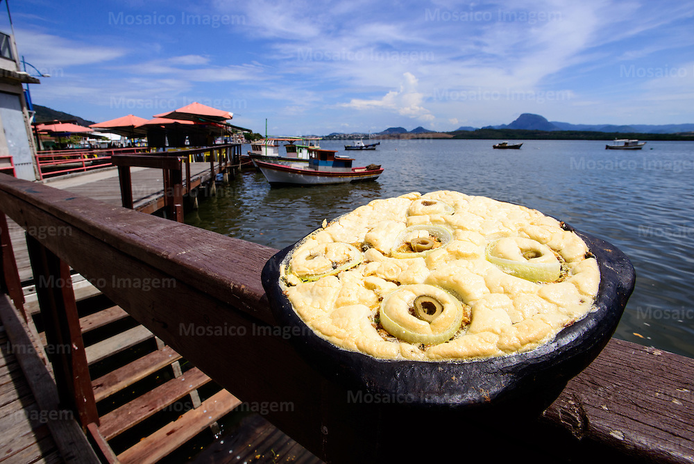 Brasil - Espirito Santo - Vitoria - Torta Capixaba com Ilha das Caieiras ao fundo - Foto: Gabriel Lordello/ Mosaico Imagem