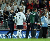Photo: Richard Lane.<br /> England v Brazil. International Friendly. 01/06/2007. <br /> England's David Beckham shakes hands with manager, Steve McClaren.