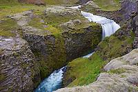 Islande, cascade a Holaskjcl, region de Landmannalaugar // Iceland, waterfall at Holaskjcl, Landmannalaugar area