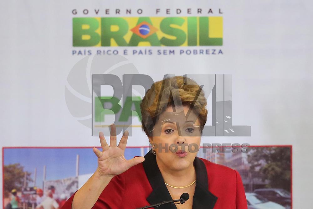 SÃO PAULO, SP - 31.07.2013: DILMA/PAC/SP - A presidente Dilma Rousseff na Prefeitura, que anuncia o PAC São Paulo, um pacote de obras nos setores de transporte público, habitação e contra enchentes. O valor dos investimentos será de R$ 8 bilhões. O principal gasto, de R$ 3,3 bilhões, será na recuperação de mananciais, à frente dos corredores de ônibus, com R$ 3,1 bilhões. Foto: Vanessa Carvalho / Brazil Photo Press.