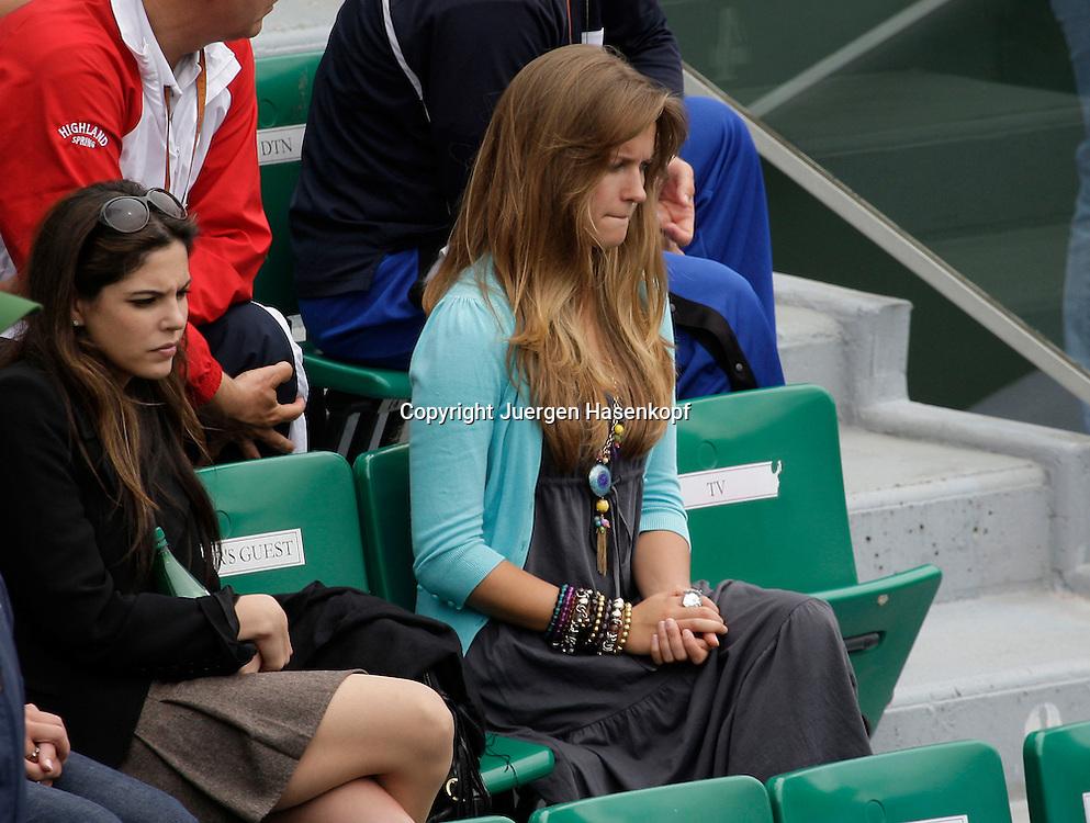 French Open 2009, Roland Garros, Paris, Frankreich,Sport, Tennis, ITF Grand Slam Tournament,<br />  Andy Murray Freundin Kim Sears (r) auf der Tribuene<br /> <br /> Foto: Juergen Hasenkopf
