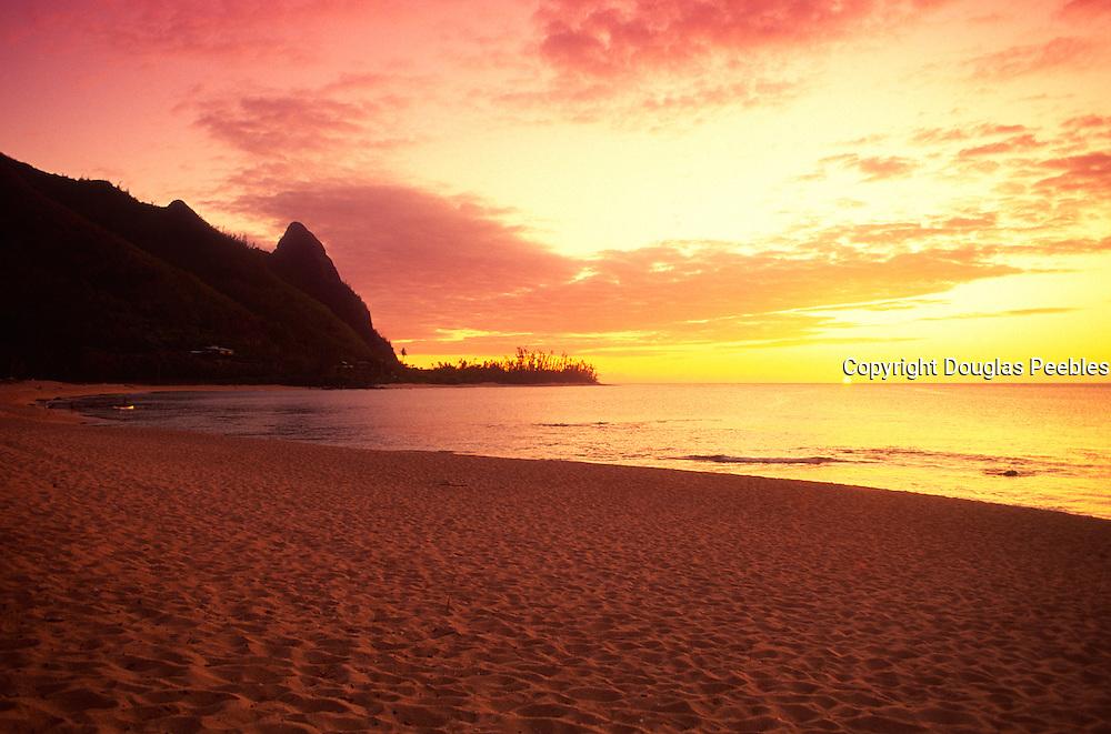 Sunset, Haena Beach, Kauai, Hawaii<br />