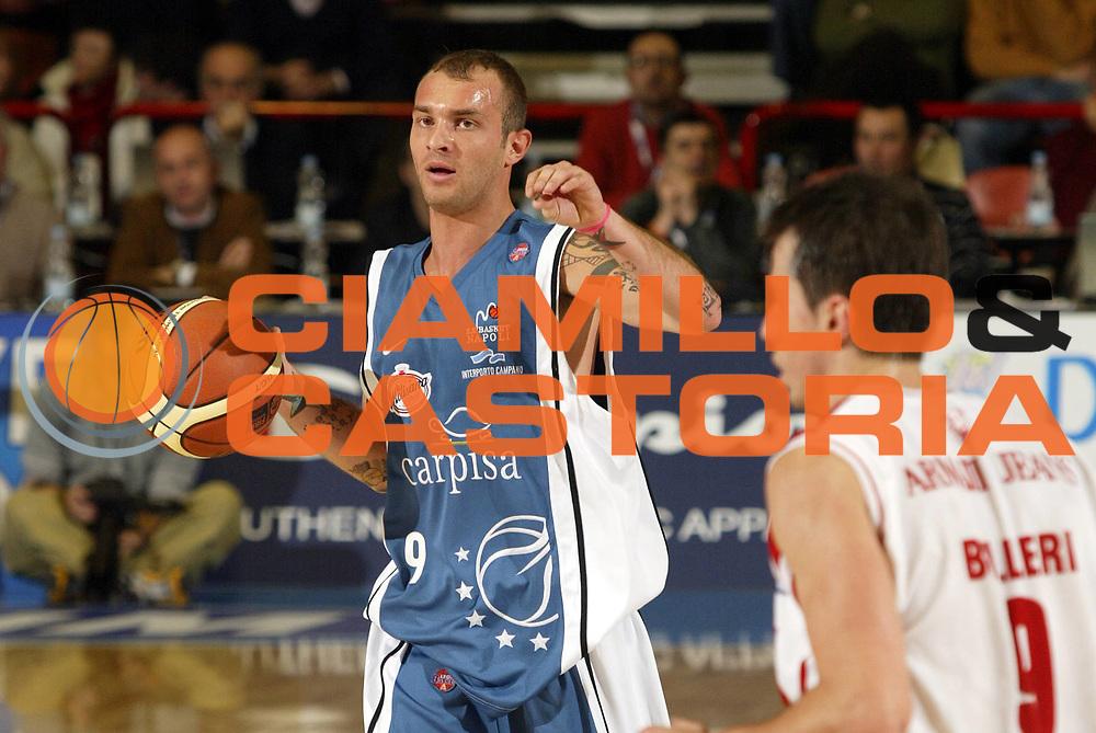 DESCRIZIONE : Forli Lega A1 2005-06 Coppa Italia Final Eight Tim Cup Armani Jeans Milano Carpisa Napoli <br /> GIOCATORE : Spinelli  <br /> SQUADRA : Carpisa Napoli <br /> EVENTO : Campionato Lega A1 2005-2006 Coppa Italia Final Eight Tim Cup Quarti Finale <br /> GARA : Armani Jeans Milano Carpisa Napoli <br /> DATA : 17/02/2006 <br /> CATEGORIA : Palleggio <br /> SPORT : Pallacanestro <br /> AUTORE : Agenzia Ciamillo-Castoria/E.Pozzo