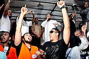 Frankfurt am Main | 20.04.2011..Am Mittwoch (20.04.2011) versammelten sich etwa 3000 ueberwiegend junge Musliminnen und Muslime zu einer Kundgebung mit Reden der radikalen Ismalisten Pierre Vogel (Abu Hamza) und Dr. Abu Bilal Philips auf dem Rossmarkt in Frankfurt am Main. Hier: Pierre Vogel (oben, mit Mikrofon in der Hand) haelt eine Rede, viele Zuhoerer reissen die Arme hoch und jubeln...©peter-juelich.com..[No Model Release | No Property Release]