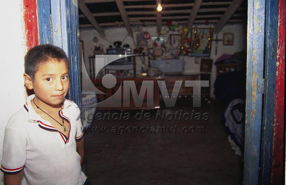Toluca, M&eacute;x.- Colocacion de un altar en honor a la virgen del carmen en esta ciudad. Agencia MVT / H. Vazquez E. (FILM)<br /> <br /> NO ARCHIVAR - NO ARCHIVE