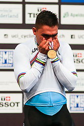 March 1, 2018 - Apeldoorn, Netherlands - Colombia's Fabian Hernando Puerta Zapata celebrates his gold medal on the podium after the men's Keirin final during the UCI Track Cycling World Championships in Apeldoorn on March 1, 2018. (Credit Image: © Foto Olimpik/NurPhoto via ZUMA Press)