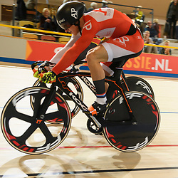 16-12-2016: Wielrennen: NK Baan Duur en Sprint: Apeldoorn (NED): Omnisport: Jeffrey Hoogland en Sam Ligtlee in de tweede rit halve finale Sprint, in de derde beslissende rit wint Jeffrey Hoogland