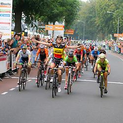 WIELRENNEN BOELS RENTAL LADIESTOER, WIJCHEN: Belgisch Kampioen Jolien d'Hoore wint de etappe