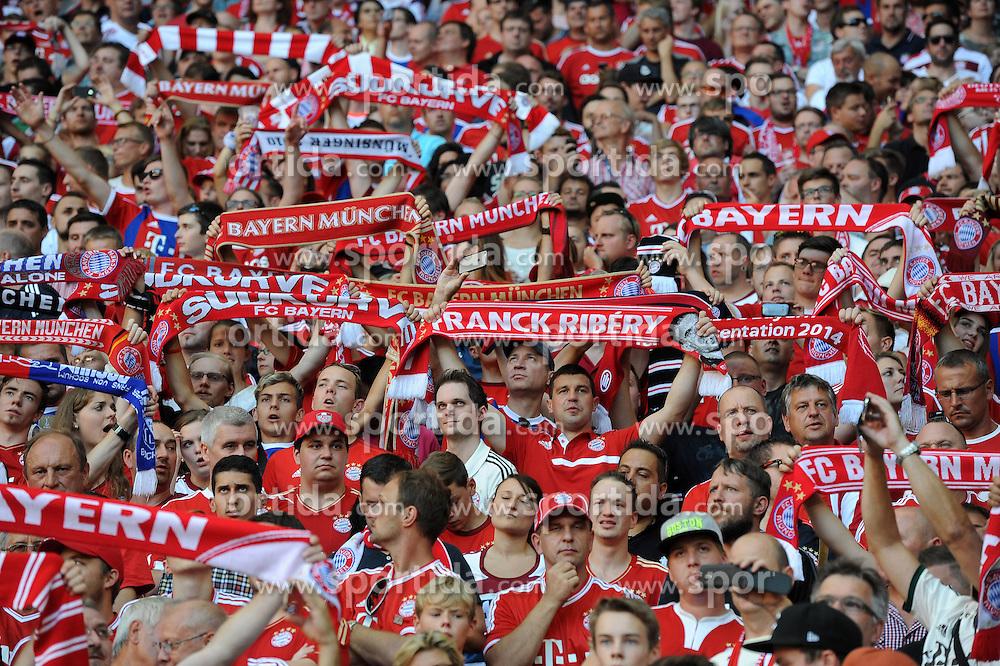 29.08.2015, Allianz Arena, Muenchen, GER, 1. FBL, FC Bayern Muenchen vs Bayer 04 Leverkusen, 3. Runde, im Bild FC Bayern-Fans mit Schals in der Suedkurve // during the German Bundesliga 3rd round match between FC Bayern Munich and Bayer 04 Leverkusen at the Allianz Arena in Muenchen, Germany on 2015/08/29. EXPA Pictures &copy; 2015, PhotoCredit: EXPA/ Eibner-Pressefoto/ Stuetzle<br /> <br /> *****ATTENTION - OUT of GER*****