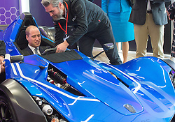 Prinz William und Herzogin_Catherine besuchen das National Graphene Institute an der Universit‰t in Manchester / 141016 ***MANCHESTER UK 14TH OCTOBER 2016: Prince William, The Duke of Cambridge and Catherine, The Duchess of Cambridge visit The Manchester Engineering Campus Development at the University of Manchester where Prince William sat in a BAC Mono car 14th October 2016 2016