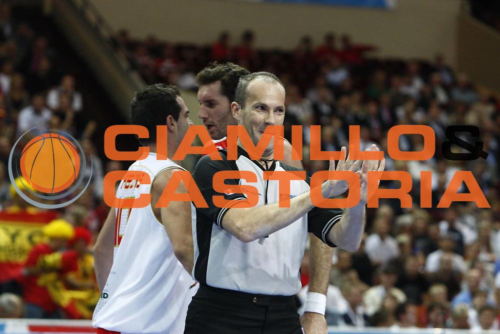 DESCRIZIONE : Katowice Poland Polonia Eurobasket Men 2009 Semifinale Semifinal Spagna Spain Grecia Greece<br /> GIOCATORE : Arbitro Referee Cerebuch<br /> SQUADRA : <br /> EVENTO : Eurobasket Men 2009<br /> GARA : Spagna Spain Grecia Greece<br /> DATA : 19/09/2009 <br /> CATEGORIA :<br /> SPORT : Pallacanestro <br /> AUTORE : Agenzia Ciamillo-Castoria/E.Castoria<br /> Galleria : Eurobasket Men 2009 <br /> Fotonotizia : Katowice  Poland Polonia Eurobasket Men 2009 Semifinale Semifinal Spagna Spain Grecia Greece<br /> Predefinita :