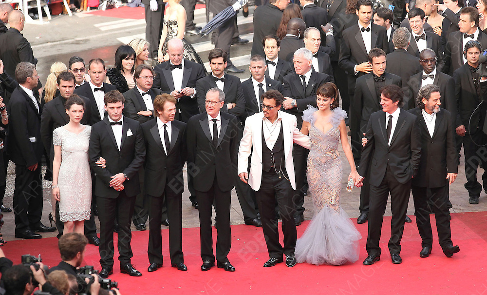 14.MAY.2011. CANNES<br /> <br /> SAM CLAFLIN, ASTRID BERGES FRISBEY, JERRY BRUCKHEIMER, GEOFFREY RUSH, JOHNNY DEPP, PENELOPE CRUZ, ROB MARSHALL AND IAN MCSHANE ON THE RED CARPET FOR THE PIRATES OF THE CARIBBEAN: ON THE STRANGER TIDES PREMIERE AT THE 64TH CANNES INTERNATIONAL FILM FESTIVAL 2011 IN CANNES, FRANCE<br /> <br /> BYLINE: EDBIMAGEARCHIVE.COM<br /> <br /> *THIS IMAGE IS STRICTLY FOR UK NEWSPAPERS AND MAGAZINES ONLY*<br /> *FOR WORLD WIDE SALES AND WEB USE PLEASE CONTACT EDBIMAGEARCHIVE - 0208 954 5968*