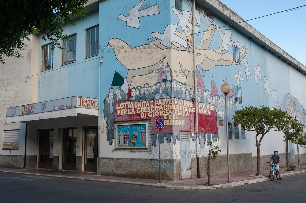 Gioiosa Jonica, 03/07/2017: murale accanto al teatro comunale in ricordo di Rocco Gatto, mugnaio vittima dell 'ndrangheta nel 1977.<br /> &copy; Andrea Sabbadini