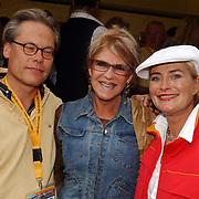 Tennisclinic Hilversum Open 2004, Vivianne Boelen, Astrid Engels en vriend Karel Boonzaayer
