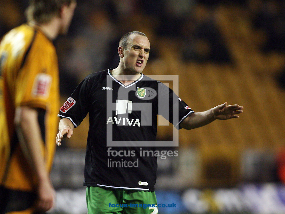 Wolverhampton - Tuesday February 3rd, 2009: Norwich City's Lee Croft gives instructions to team mates against Wolverhampton Wanderers during the Coca Cola Championship match at Molineaux, Wolverhampton. (Pic by Chris Ratcliffe/Focus Images)