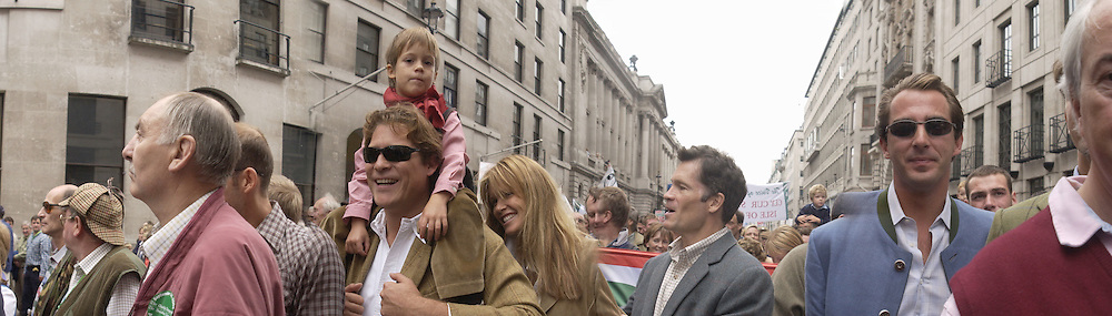 Arpad Busson; Elle Macpherson. the Liberty half of the Liberty and Livelihood march. Pall Mall. 22 September 2002. © Copyright Photograph by Dafydd Jones 66 Stockwell Park Rd. London SW9 0DA Tel 020 7733 0108 www.dafjones.com