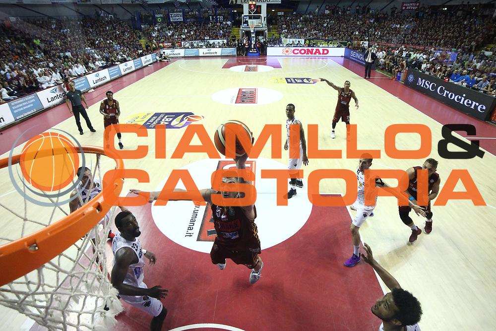 Esteban Batista<br /> Umana Reyer Venezia - Dolomiti Energia Aquila Basket Trento<br /> Lega Basket Serie A 2016/17 Finali Gara 02<br /> Venezia, 12/06/2017<br /> Foto Ciamillo-Castoria / M. Brondi