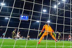10-04-2019 NED: Champions League AFC Ajax - Juventus,  Amsterdam<br /> Round of 8, 1st leg / Ajax plays the first match 1-1 against Juventus during the UEFA Champions League first leg quarter-final football match / Donny van de Beek #6 of Ajax