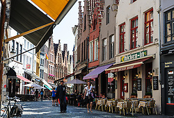 Cafés line the  Sint-Amandsstraat,  Brugge, Belgium<br /> <br /> (c) Andrew Wilson | Edinburgh Elite media