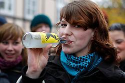 """Am Morgen der Abfahrt des Castorzuges in Frankreich demonstrieren rund 1400 Schülerinnen und Schüler in Lüchow. Das Motto im Jahr 2010 lautet: """"Je länger die Laufzeiten, desto größer unser Zorn!"""" <br /> <br /> Ort: Lüchow<br /> Copyright: Karin Behr<br /> Quelle: PubliXviewinG"""