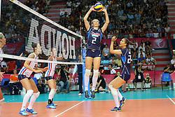 18-06-2016 ITA: World Grand Prix Italie - Nederland, Bari<br /> Nederland wint opnieuw van Italie, het ging moeizaam maar de 3-1 winst was genoeg / Robin de Kruijf #5, Maret Balkestein-Grothues #6, Ofelia Malinov, Anna Danesi #20 of Italie<br /> <br /> ***NETHERLANDS ONLY***