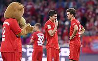 Fussball  1. Bundesliga  Saison 2019/2020  1. Spieltag  FC Bayern Muenchen - Hertha BSC Berlin       16.08.2019 Enttauschung FC Bayern Muenchen; FC Bayern Maskottchen Berni, Robert Lewandowski und Thomas Mueller (v.li.)