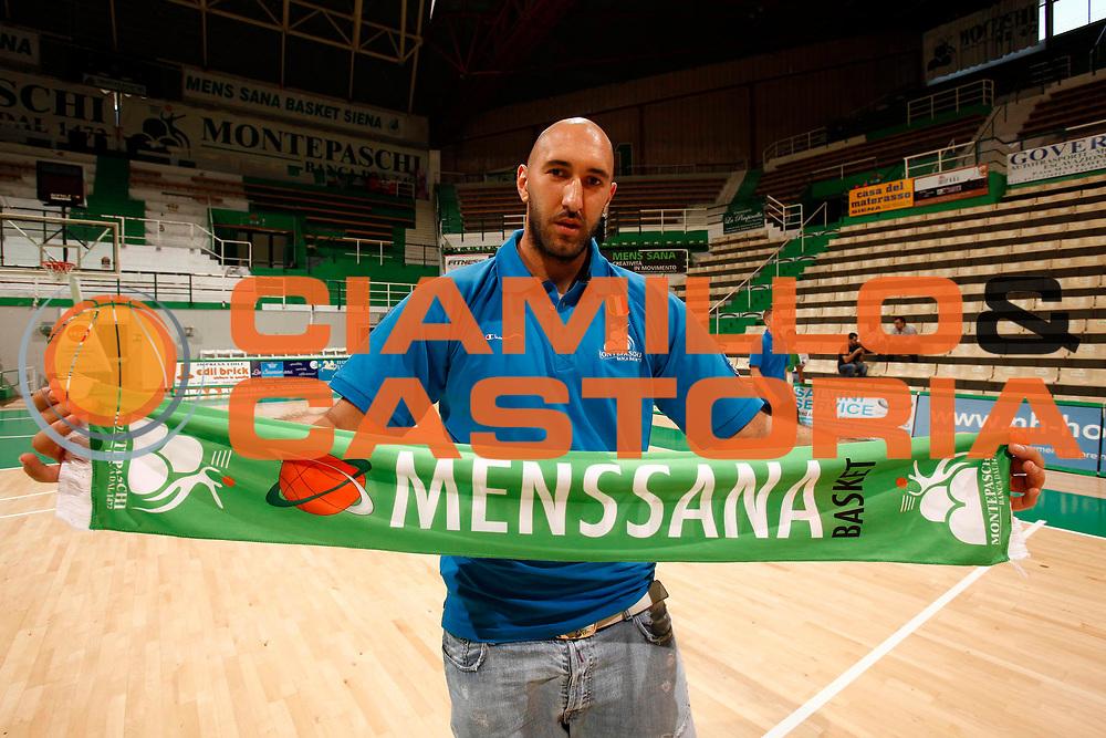 DESCRIZIONE : Siena Lega A 2010-11 Montepaschi Siena Raduno<br /> GIOCATORE : Milovan Rakovic<br /> SQUADRA : Montepaschi Siena<br /> EVENTO : Campionato Lega A 2010-2011 <br /> GARA : <br /> DATA : 23/08/2010<br /> CATEGORIA : raduno presentazione ritratto<br /> SPORT : Pallacanestro <br /> AUTORE : Agenzia Ciamillo-Castoria/P.Lazzeroni<br /> Galleria : Lega Basket A 2010-2011 <br /> Fotonotizia : Siena Lega A 2010-11 Montepaschi Siena Raduno<br /> Predefinita :