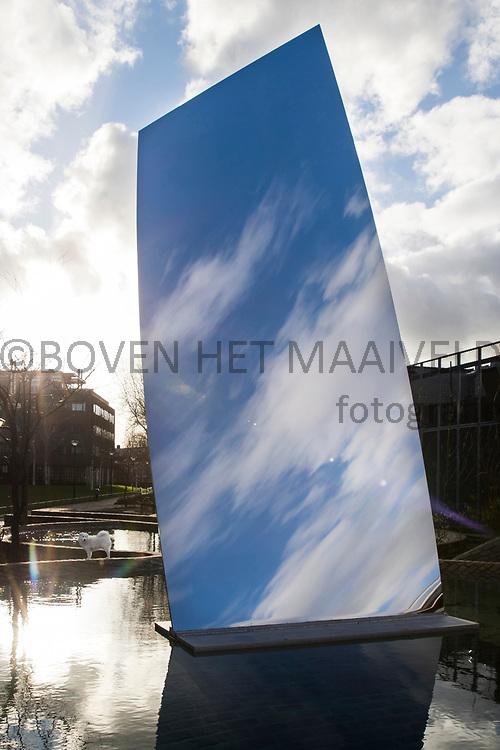 'Sky Mirror (for Hendrik)' van Anish Kapoor bij museum De Pont in Tilburg.