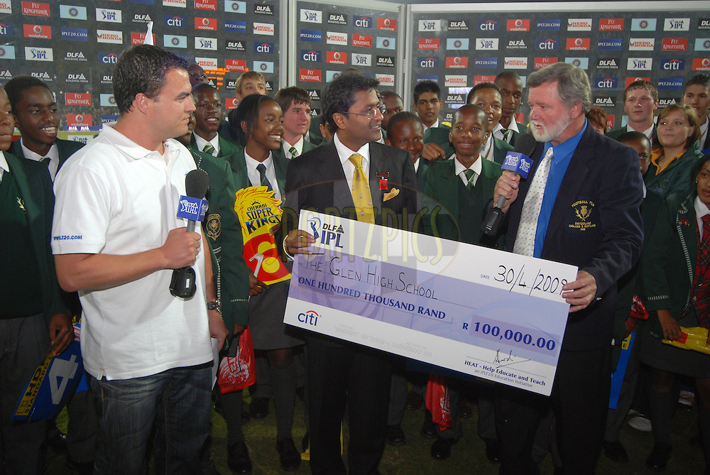 CENTURION, SOUTH AFRICA - 30 April 2009.  Great generosity is shown during the IPL Season 2 match between the Rajasthan Royals and the Chennai Superkings held at Centurion, South Africa