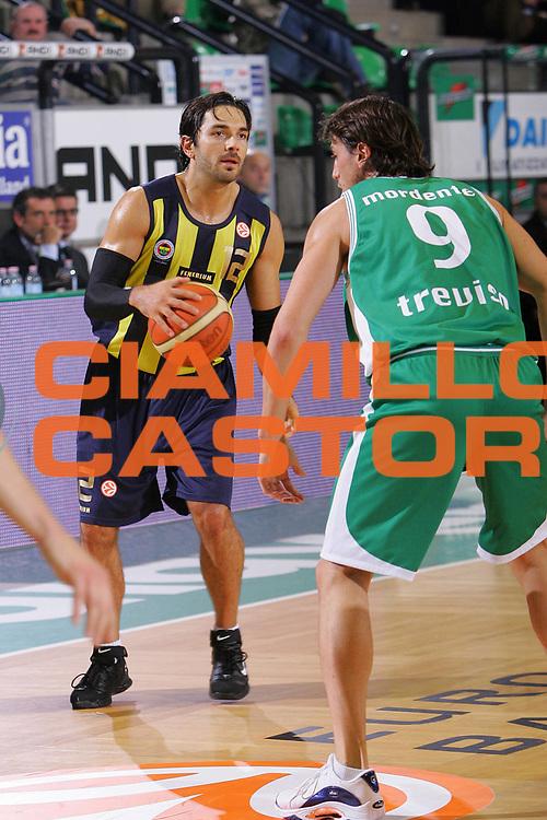 DESCRIZIONE : Treviso Eurolega 2006-07 Benetton Treviso Ulker Istanbul <br /> GIOCATORE : Mrsic <br /> SQUADRA : Ulker Istanbul <br /> EVENTO : Eurolega 2006-2007 <br /> GARA : Benetton Treviso Ulker Istanbul <br /> DATA : 08/11/2006 <br /> CATEGORIA : Palleggio <br /> SPORT : Pallacanestro <br /> AUTORE : Agenzia Ciamillo-Castoria/S.Silvestri
