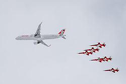 17.01.2020, Lauberhorn, Wengen, SUI, FIS Weltcup Ski Alpin, alpine Kombination, im Bild Airbus A320 und Patrouille Suisse mit F/A-18 Swiss Hornet // Airbus A320 with Patrouille Suisse mit F/A-18 Swiss Hornet during the men's Alpine combination of FIS Ski Alpine World Cup at the Lauberhorn in Wengen, Switzerland on 2020/01/17. EXPA Pictures © 2020, PhotoCredit: EXPA/ Johann Groder