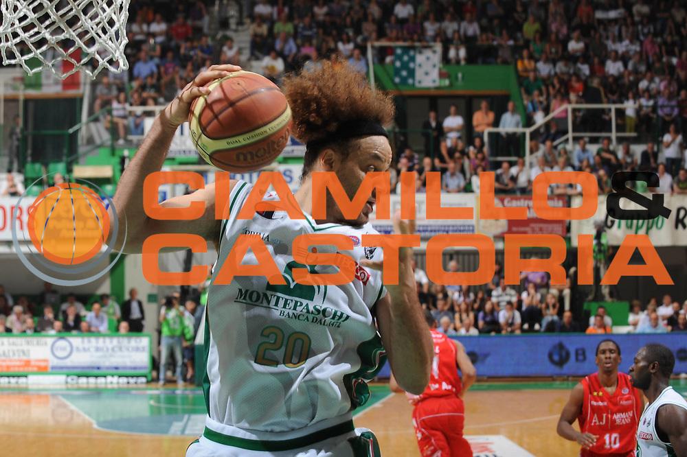 DESCRIZIONE : Siena Lega A 2009-10 Playoff Finale Gara 1 Montepaschi Siena Armani Jeans Milano<br /> GIOCATORE : Shaun Stonerook<br /> SQUADRA : Montepaschi Siena<br /> EVENTO : Campionato Lega A 2009-2010 <br /> GARA : Montepaschi Siena Armani Jeans Milano<br /> DATA : 13/06/2010<br /> CATEGORIA : Rimbalzo<br /> SPORT : Pallacanestro <br /> AUTORE : Agenzia Ciamillo-Castoria/GiulioCiamillo<br /> Galleria : Lega Basket A 2009-2010 <br /> Fotonotizia : Siena Lega A 2009-10 Playoff Finale Gara 1 Montepaschi Siena Armani Jeans Milano<br /> Predefinita :