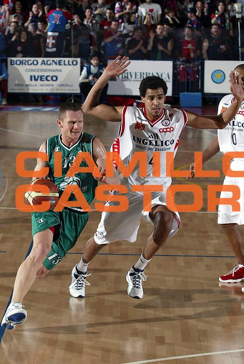DESCRIZIONE : Biella Lega A1 2005-06 Angelico Biella Montepaschi Siena <br />GIOCATORE : Kaukenas<br />SQUADRA : Montepaschi Siena<br />EVENTO : Campionato Lega A1 2005-2006<br />GARA : Angelico Biella Montepaschi Siena<br />DATA : 05/02/2006<br />CATEGORIA : Palleggio<br />SPORT : Pallacanestro<br />AUTORE : Agenzia Ciamillo-Castoria/S.Ceretti