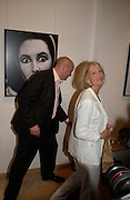 Sholto Douglas-Home and Sandra Howard. The Sixties  Set, an exhibition of photos by Robin Douglas-Home. the Air Gallery, Dover St. London. 28 June 2005. ONE TIME USE ONLY - DO NOT ARCHIVE  © Copyright Photograph by Dafydd Jones 66 Stockwell Park Rd. London SW9 0DA Tel 020 7733 0108 www.dafjones.com