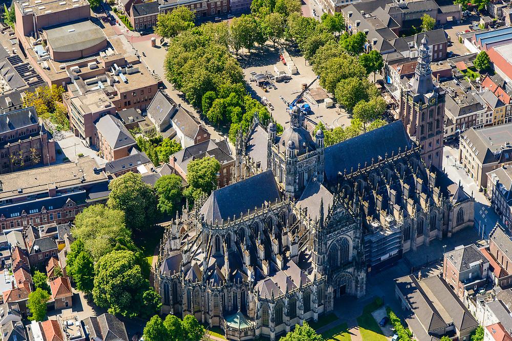 Nederland, Noord-Brabant, Den Bosch, 13-05-2019; binnenstad van 's-Hertogenbosch met Sint-Janskathedraal, formeel De Kathedrale Basiliek van Sint Jan Evangelist. Parade, Torenstraat.<br /> City center of 's-Hertogenbosch with St. John's Cathedral.<br /> <br /> luchtfoto (toeslag op standard tarieven);<br /> aerial photo (additional fee required);<br /> copyright foto/photo Siebe Swart