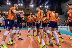 28-05-2017 NED: 2018 FIVB Volleyball World Championship qualification day 5, Apeldoorn<br /> Nederland - Slowakije / Team Nederland