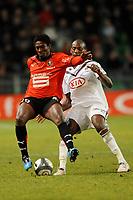 FOOTBALL - FRENCH CHAMPIONSHIP 2009/2010 - L1 - STADE RENNAIS v GIRONDINS BORDEAUX - 6/02/2010 - PHOTO PASCAL ALLEE / DPPI - ASAMOAH GYAN (REN) / MICHAEL CIANI (BOR)