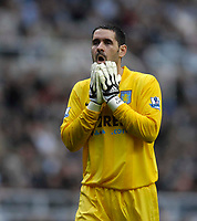 Photo: Jed Wee/Sportsbeat Images.<br /> Newcastle United v Aston Villa. The FA Barclays Premiership. 18/08/2007.<br /> <br /> Aston Villa goalkeeper Scott Carson rues an opportunity wasted by his team mates.