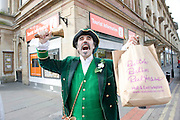 7 April 2009: The opening of the tourist information centre in Hull today. Pictured is town crier Mike Wood making the announcement..Picture:Sean Spencer/Hull News & Pictures 01482 210267/07976 433960.High resolution picture library at http://www.hullnews.co.uk.©Sean Spencer/Hull News & Pictures Ltd.